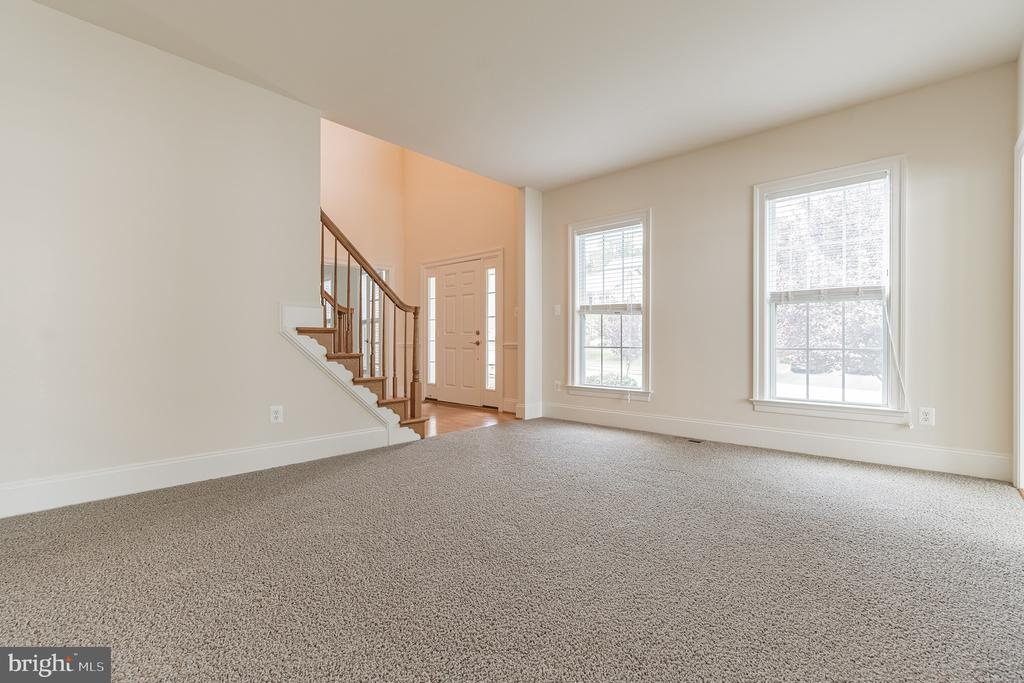 Enter into a Living Room - 3336 DONDIS CREEK DR, TRIANGLE
