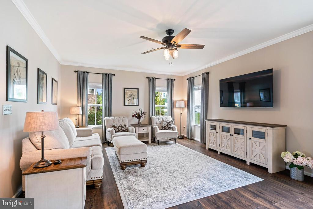 A very large family room - 2300 HARMSWORTH DR, DUMFRIES