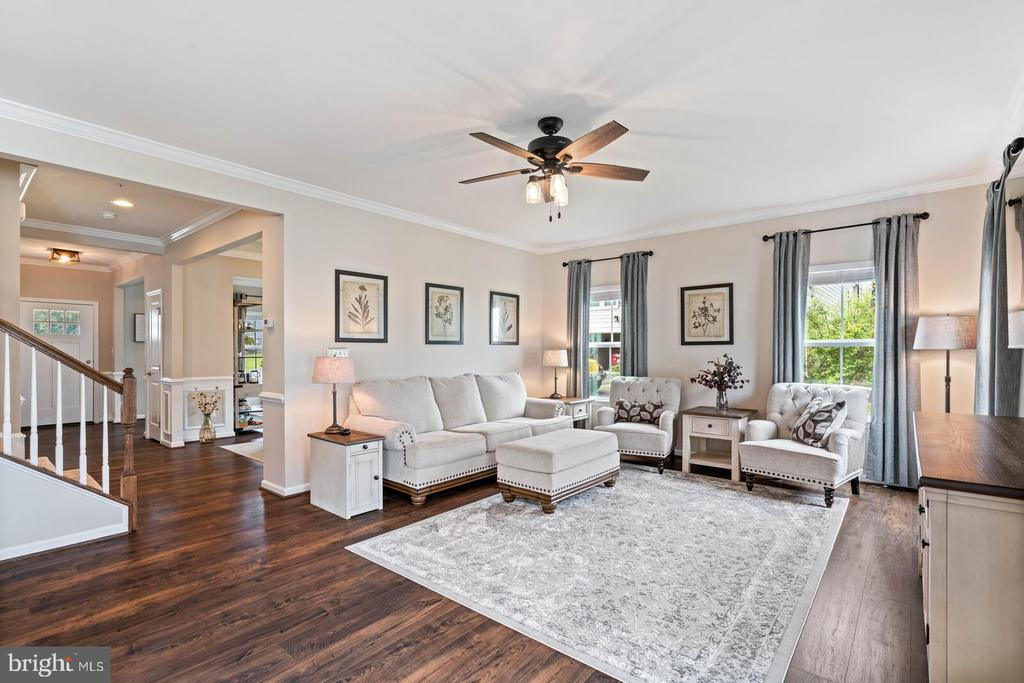 This home is stunning - 2300 HARMSWORTH DR, DUMFRIES