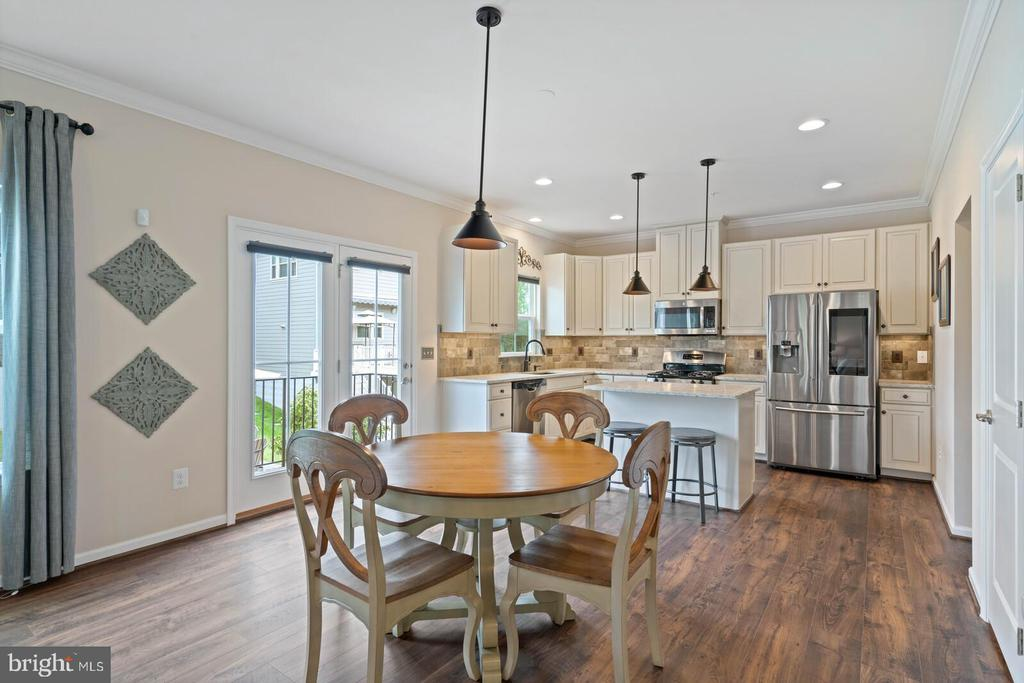 This home has room for a kitchen table - 2300 HARMSWORTH DR, DUMFRIES