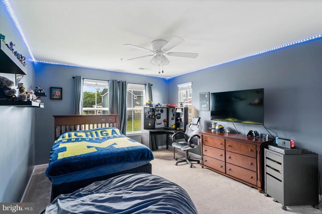 Bedroom #3 Upstairs - 2300 HARMSWORTH DR, DUMFRIES