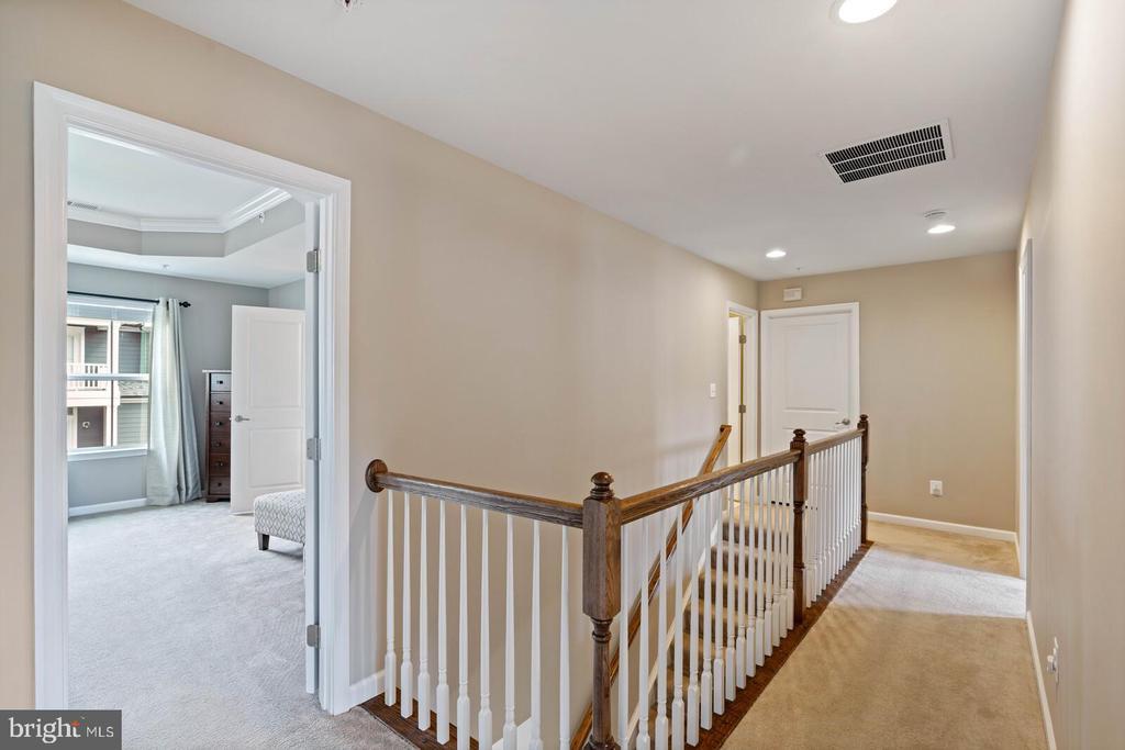 Upper hallway - 2300 HARMSWORTH DR, DUMFRIES
