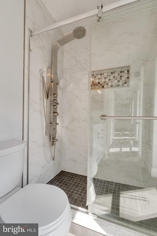 Main bathroom - 3008 MEDITERRANEAN DR, STAFFORD