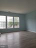 Living room with window - 23106 BLACKTHORN SQ, STERLING