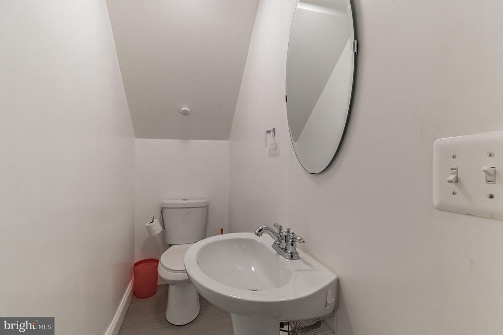 Lower Level Half Bath - 1406 POWELLS TAVERN PL, HERNDON