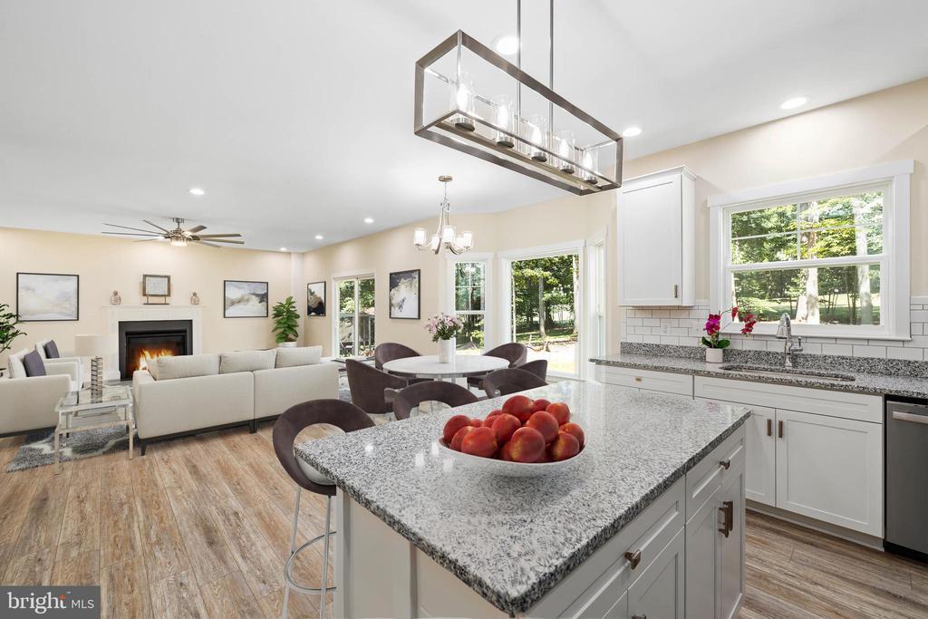 Island kitchen - 418 BIRDIE RD, LOCUST GROVE