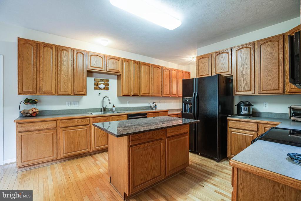 Great work space in the kitchen - 8300 MUSKET RIDGE LN, FREDERICKSBURG