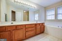 Great primary bath - soaking tub, double sinks - 8300 MUSKET RIDGE LN, FREDERICKSBURG