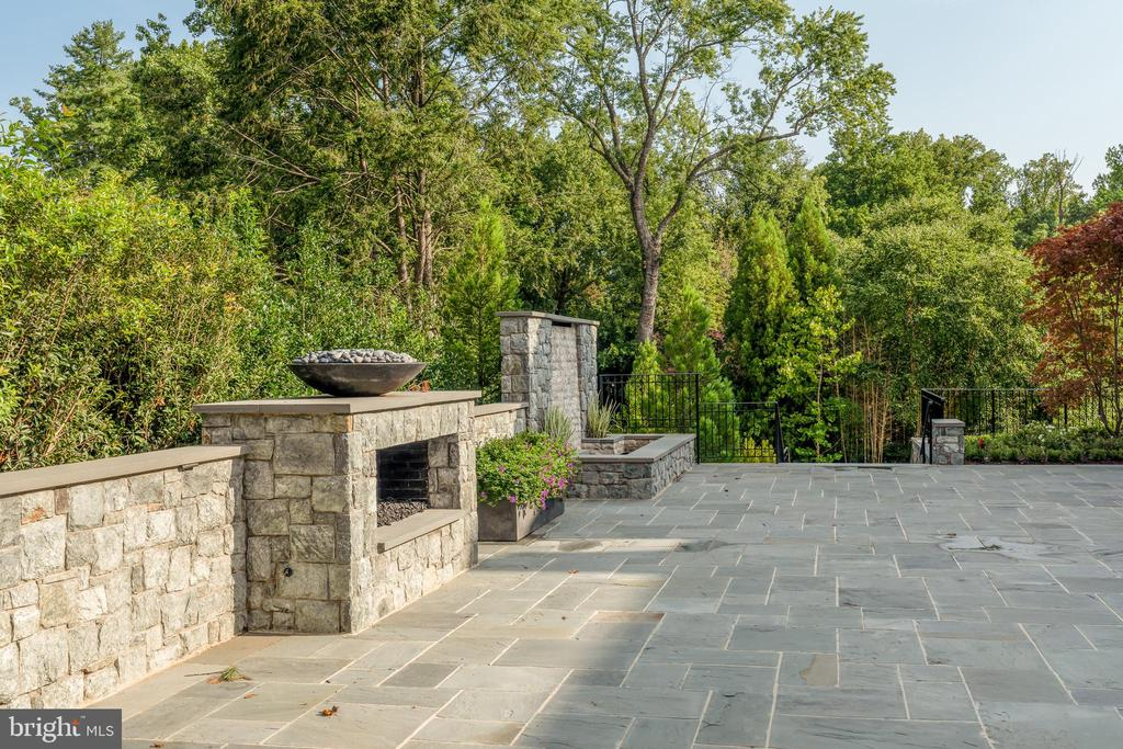 Outdoor fireplace and waterfall - 1004 DOGUE HILL LN, MCLEAN