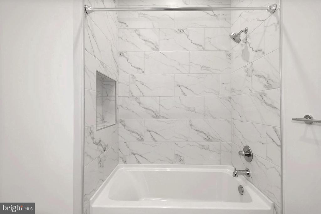 Secondary Bath Shower/Tub combo - 44691 WELLFLEET DR #208, ASHBURN