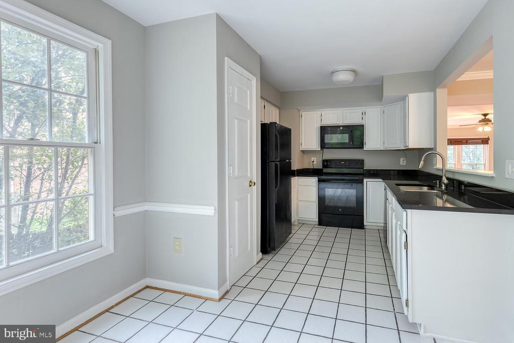 Kitchen w/ brand new granite countertops - 12659 WIMBLEY LN, WOODBRIDGE