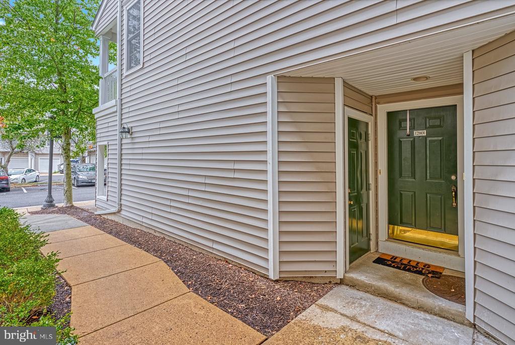 covered entry and adjoining garage entry - 12801 FAIR BRIAR LN #12801, FAIRFAX