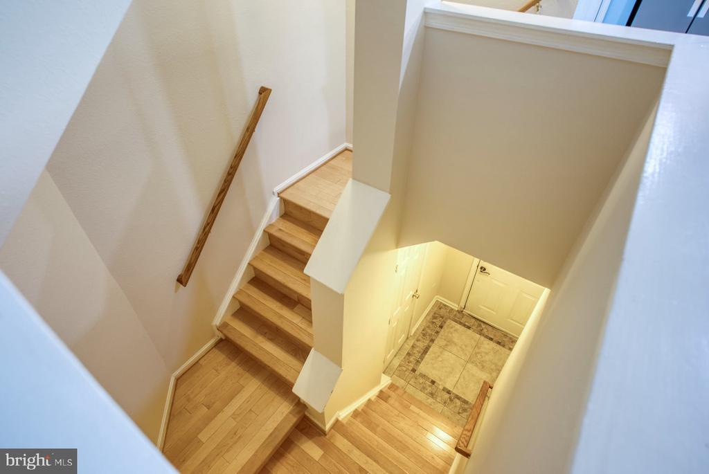 entry stairs lead to garage - 12801 FAIR BRIAR LN #12801, FAIRFAX