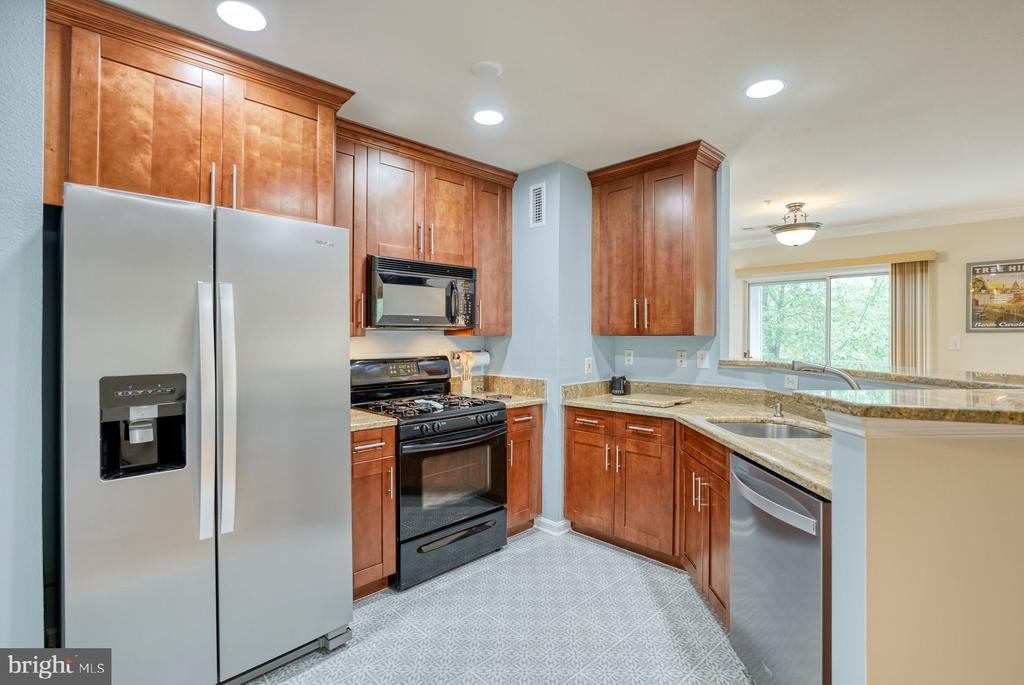 Updated cabinetry - 12801 FAIR BRIAR LN #12801, FAIRFAX