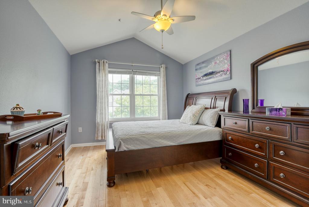 Vaulted ceiling in Primary bedroom - 12801 FAIR BRIAR LN #12801, FAIRFAX