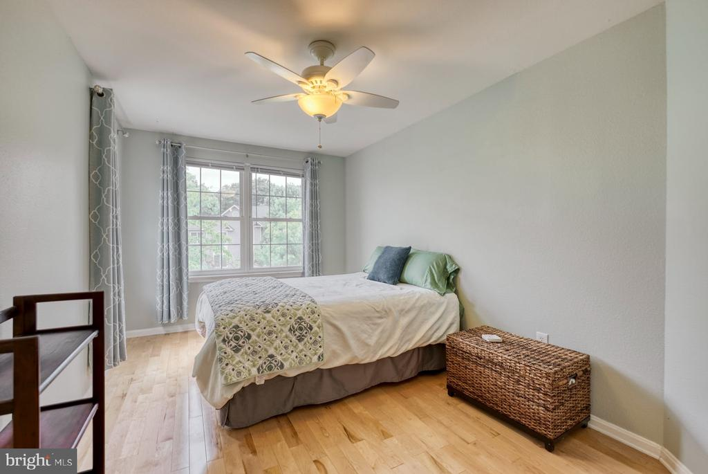 Large second bedroom - 12801 FAIR BRIAR LN #12801, FAIRFAX