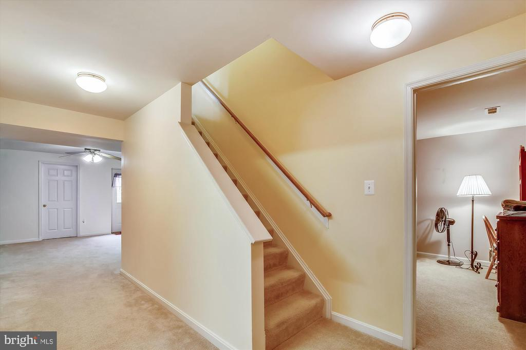 Stairs to Lower Level - 108 SUNLIGHT DR, FREDERICK