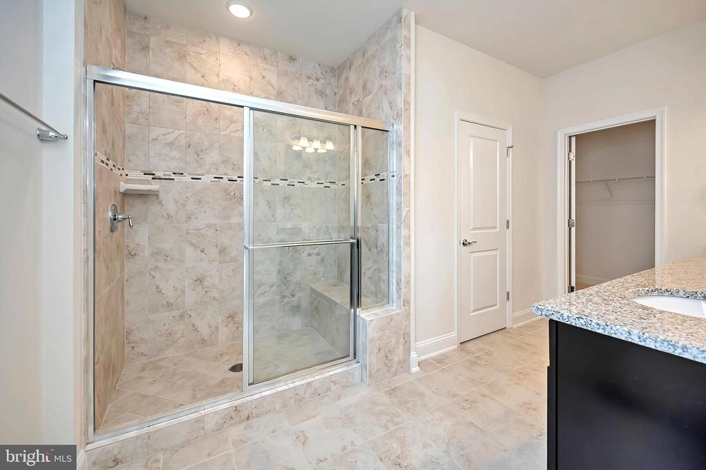 Primary Bedroom Ensuite - Large Shower - 17359 REDSHANK RD, DUMFRIES