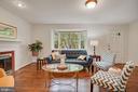 Large garden window illuminates living room - 5905 DEWEY DR, ALEXANDRIA