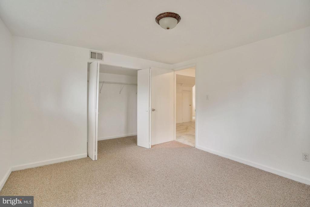 Two more bedrooms on lower level - 5905 DEWEY DR, ALEXANDRIA