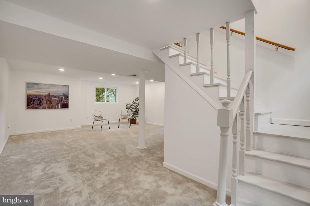 Stairs to back door and to lower level rec room - 5905 DEWEY DR, ALEXANDRIA