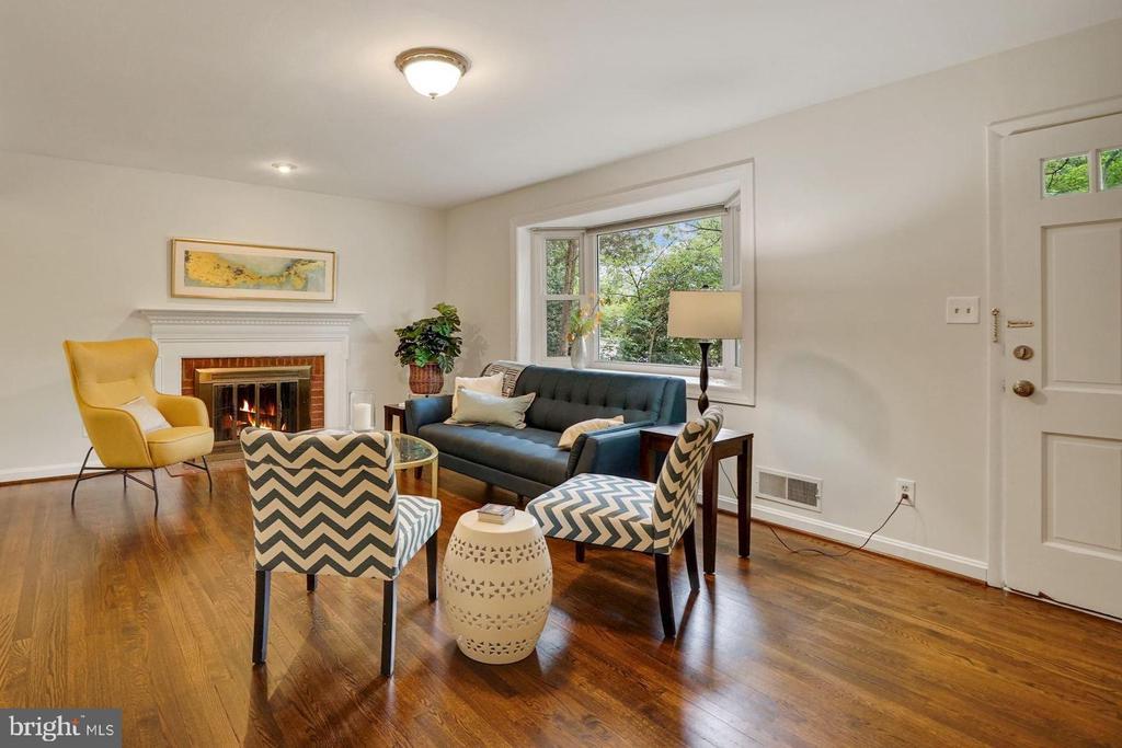 Wood-burning fireplace in living room - 5905 DEWEY DR, ALEXANDRIA