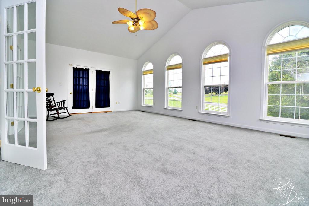 Spacious Sun Room - 26 STONEWAY CT, CHARLES TOWN