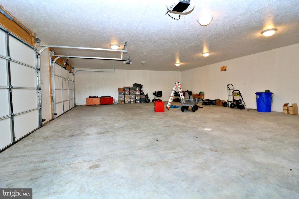 4 Car Detached Garage - 26 STONEWAY CT, CHARLES TOWN