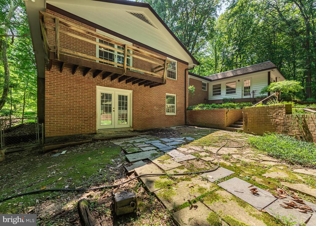 Basement entry from pool and Primary Room Deck - 16201 DUSTIN CT, BURTONSVILLE