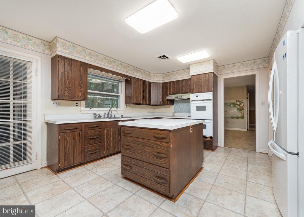 Kitchen - 16201 DUSTIN CT, BURTONSVILLE