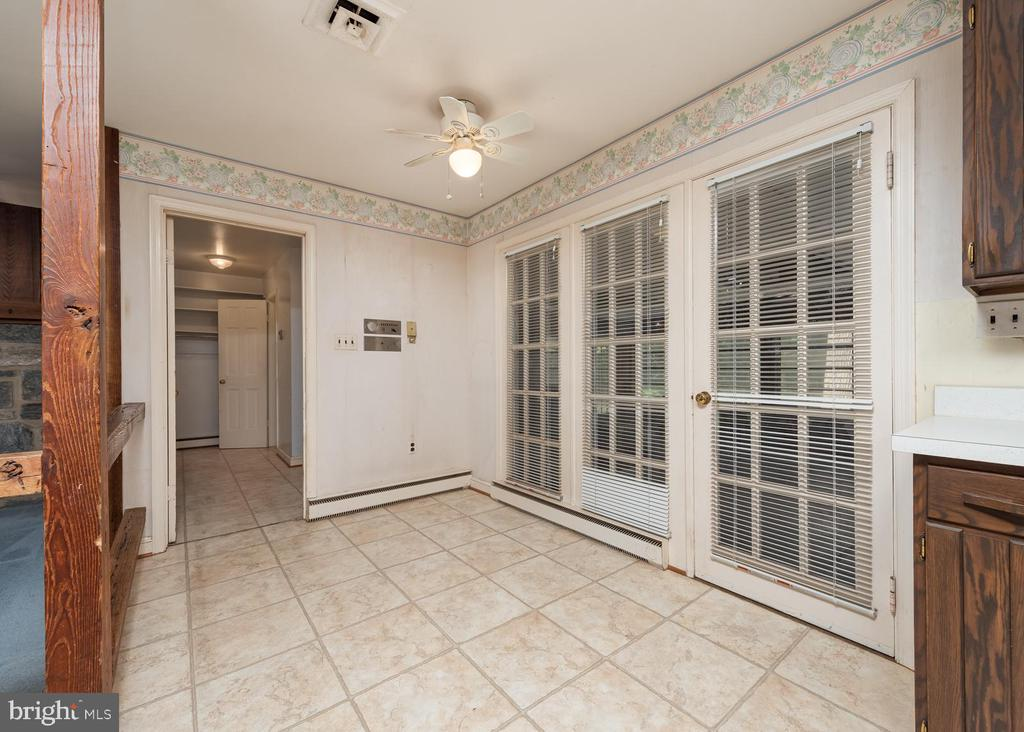 Entrance from Garage and Sunroom - 16201 DUSTIN CT, BURTONSVILLE