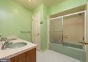 Bathroom near all bedrooms - 16201 DUSTIN CT, BURTONSVILLE