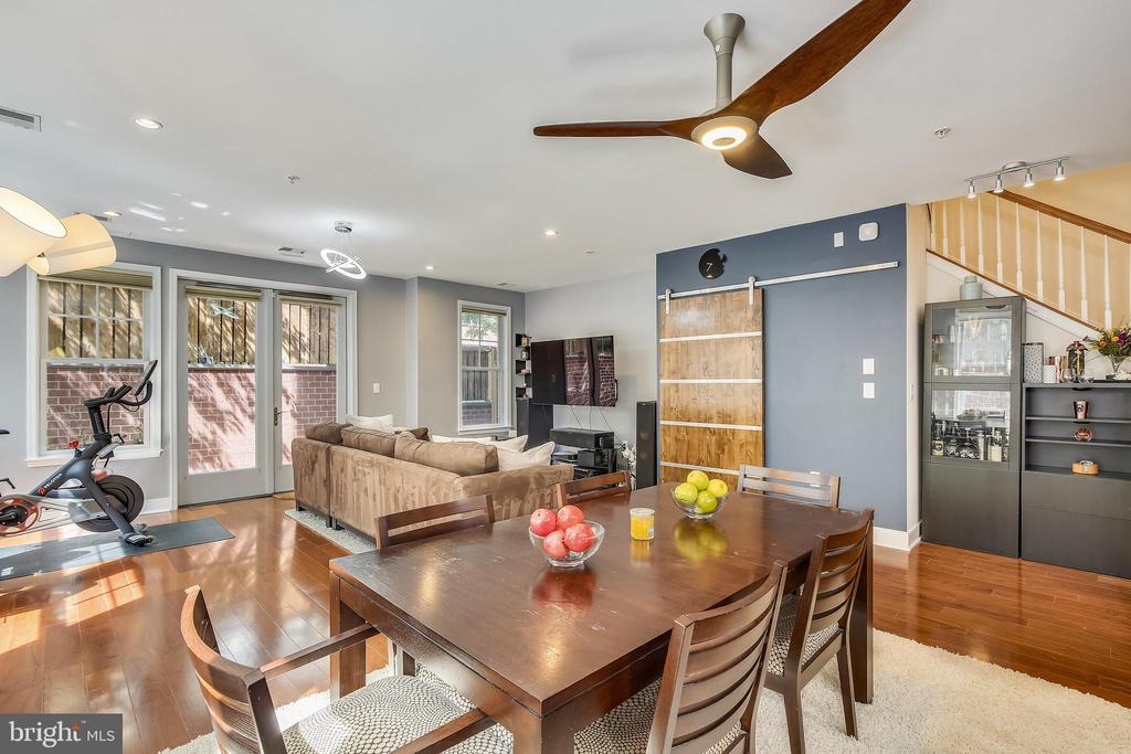 Amazing home for entertaining - 1418 N RHODES ST #B-112, ARLINGTON
