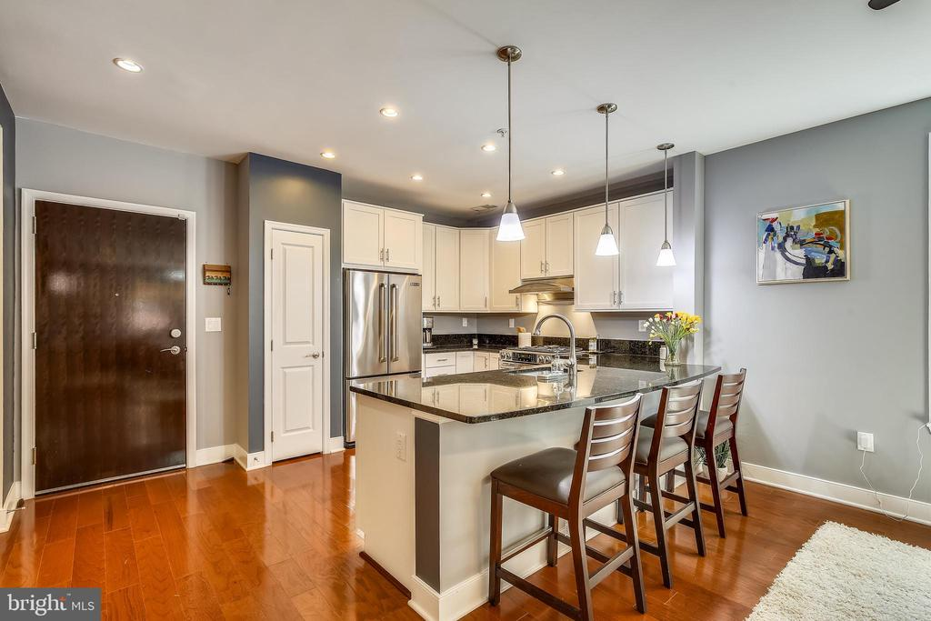 Kitchen features large peninsula with bar seating! - 1418 N RHODES ST #B-112, ARLINGTON