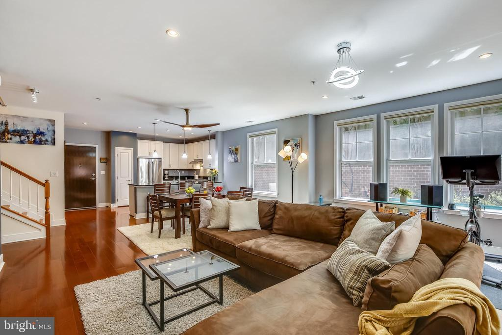 Recessed lighting and hardwood flooring - 1418 N RHODES ST #B-112, ARLINGTON