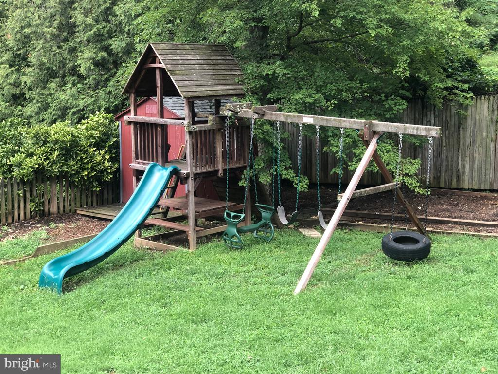 Children's playset and shed with Dutch doors! - 5905 DEWEY DR, ALEXANDRIA