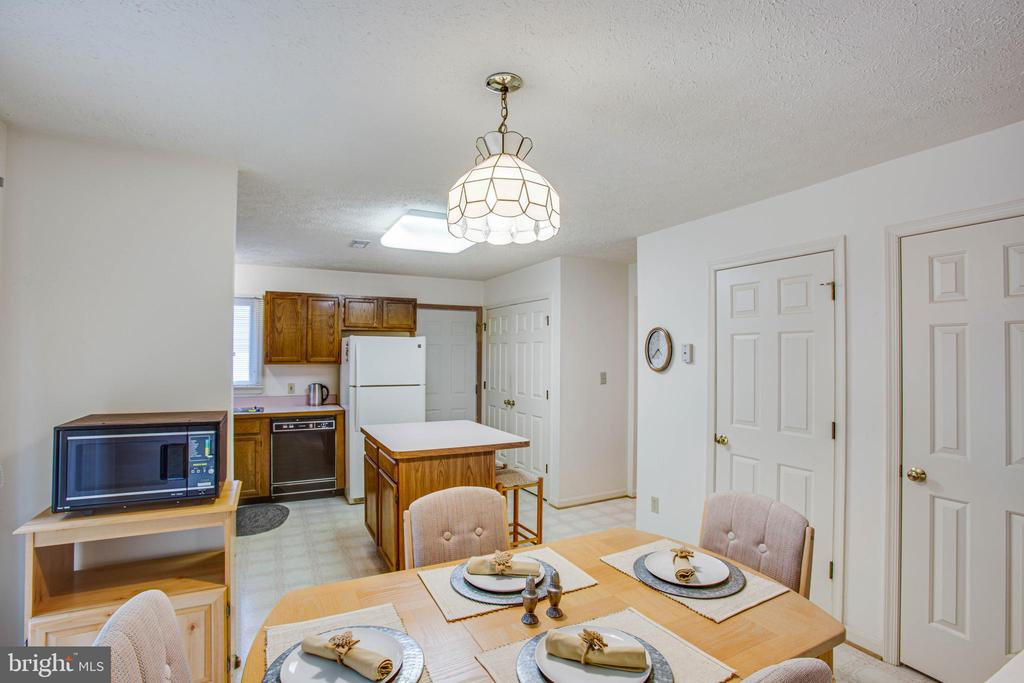 Table Space in Kitchen - 11515 BEND BOW DR, FREDERICKSBURG