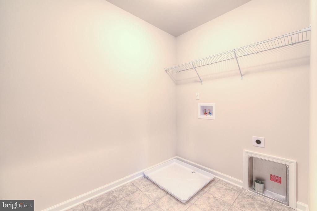 Upper Level Laundry - 102 MONROE ST, LOCUST GROVE