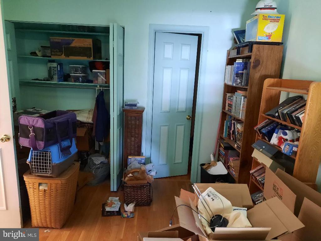 Bedroom 1 Main Level - 21 FENTON WOOD DR, STERLING