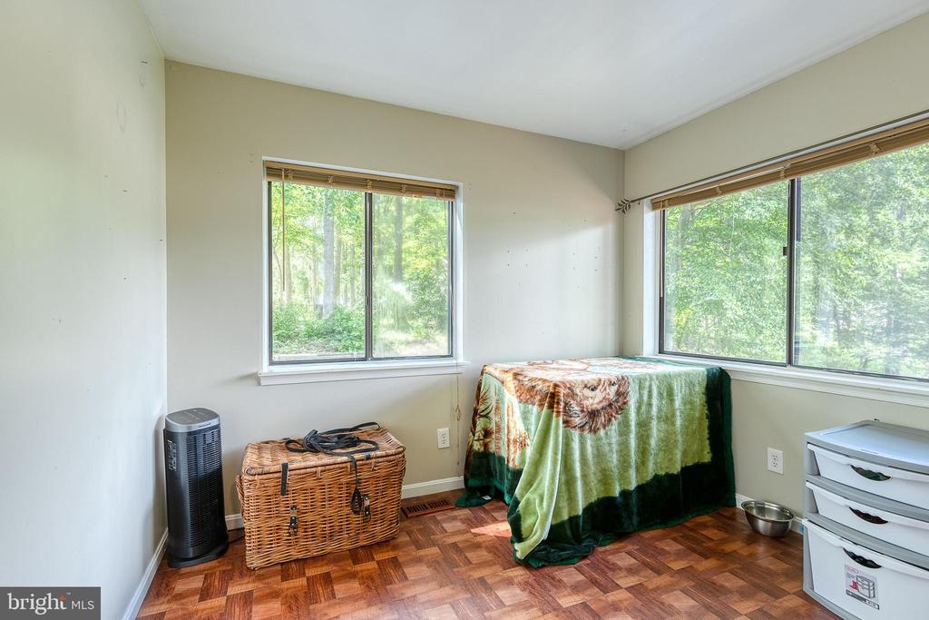 Office/Bedroom on main floor - 104 STABLE CV, STAFFORD