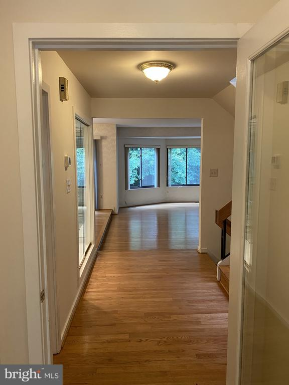 Looking into the property from the foyer - 11605 CLUBHOUSE CT, RESTON