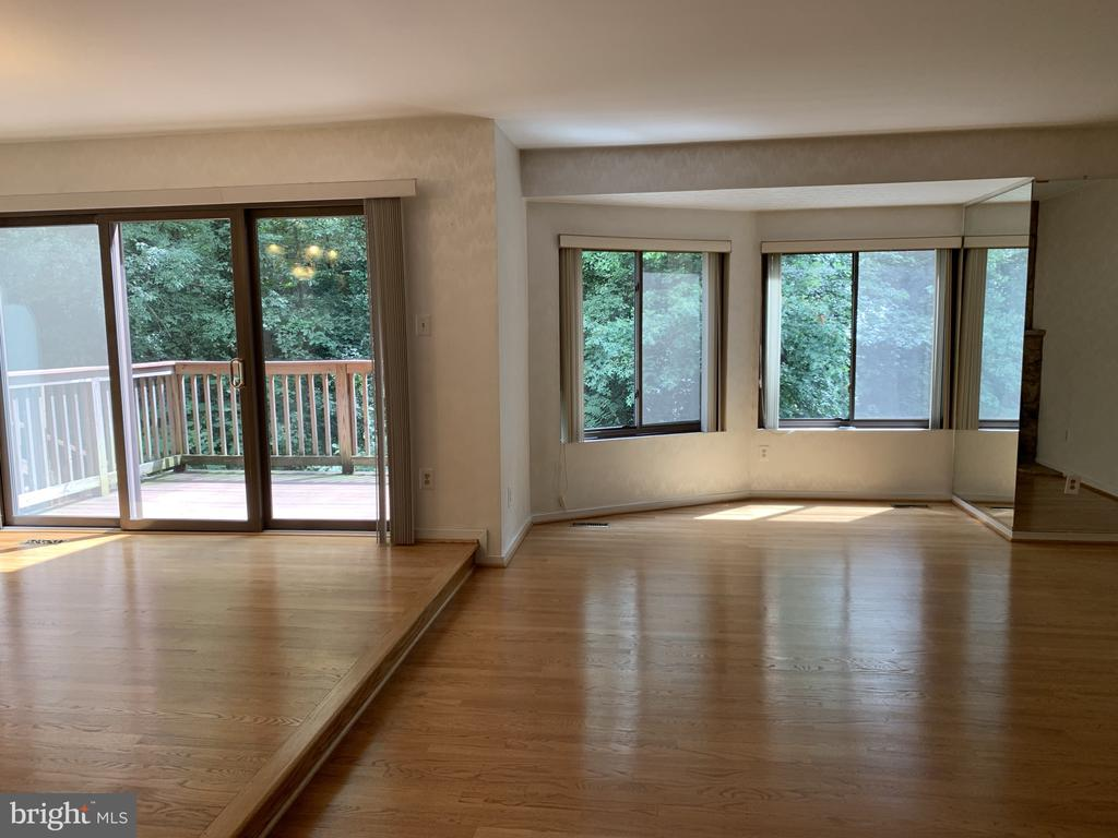 Dining and living room windows - 11605 CLUBHOUSE CT, RESTON
