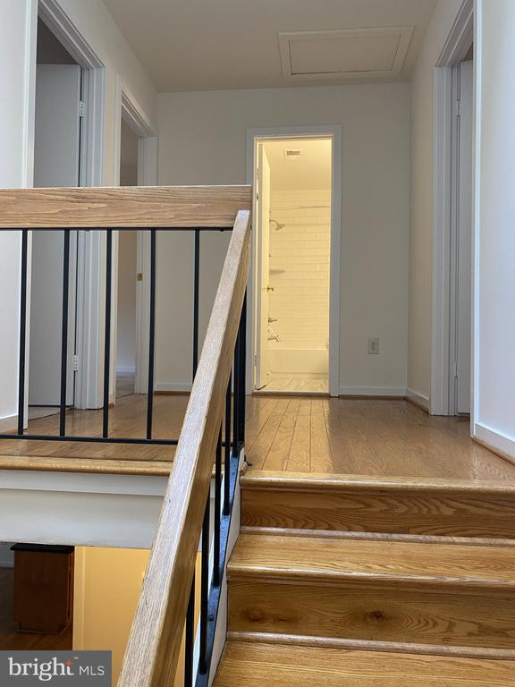 Stair well landling between main and upper - 11605 CLUBHOUSE CT, RESTON