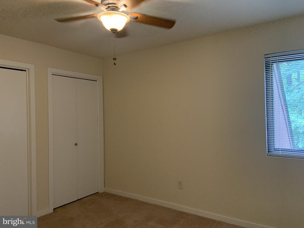 Third upper level bedroom ceiling fan - 11605 CLUBHOUSE CT, RESTON