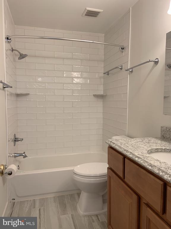 Renovated upper level hall bath - 11605 CLUBHOUSE CT, RESTON