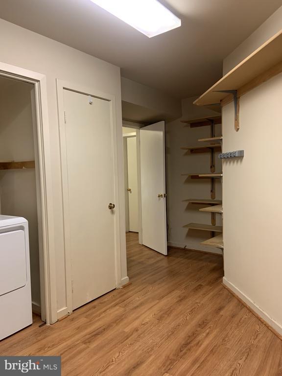 Vinyl wood like fllor laundry room - 11605 CLUBHOUSE CT, RESTON
