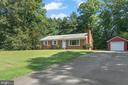 Front yard with driveway for extra parking - 781 COURTHOUSE RD, STAFFORD