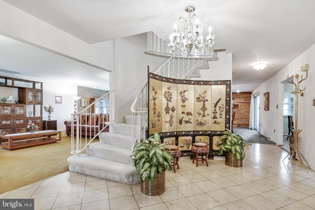 Spiral staircase and chandelier - 8927 BURBANK RD, ANNANDALE
