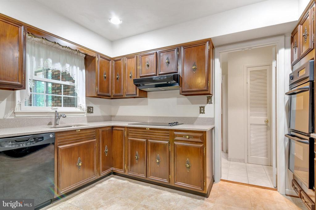 Kitchen - 8927 BURBANK RD, ANNANDALE