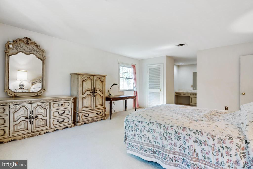 Master Bedroom - 8927 BURBANK RD, ANNANDALE